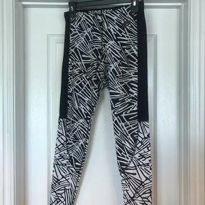 Nike M Black & White Print Leggings
